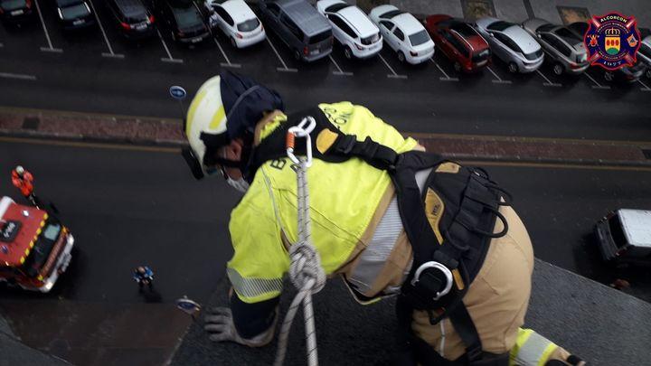 Cae una cornisa en Alcorcón debido a la tormenta