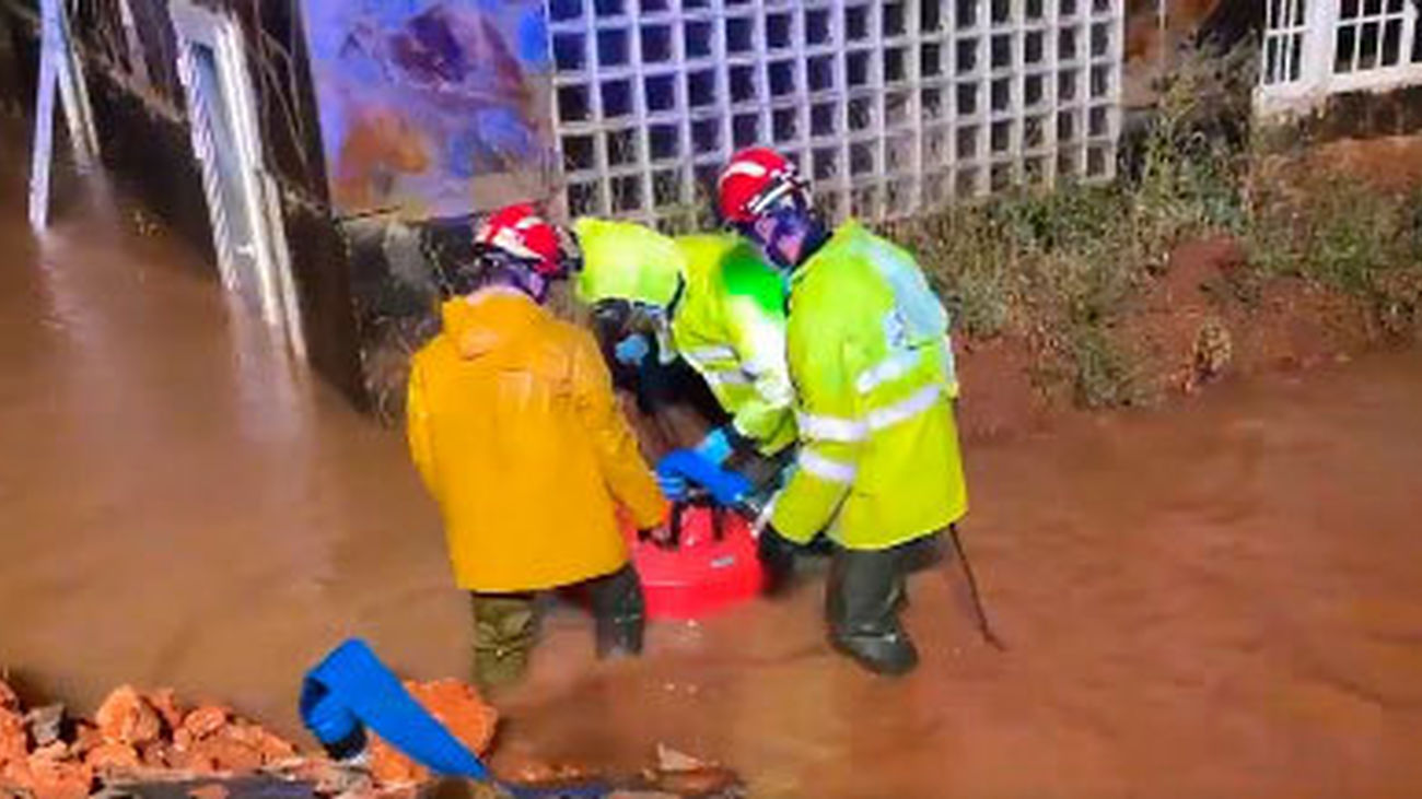 Una de las intervención de los bomberos de la Comunidad de Madrid por las tormentas