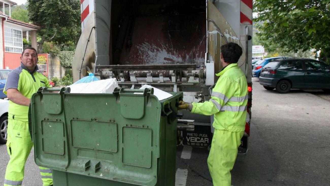 Trabajadores de un servicio de recogida de basuras