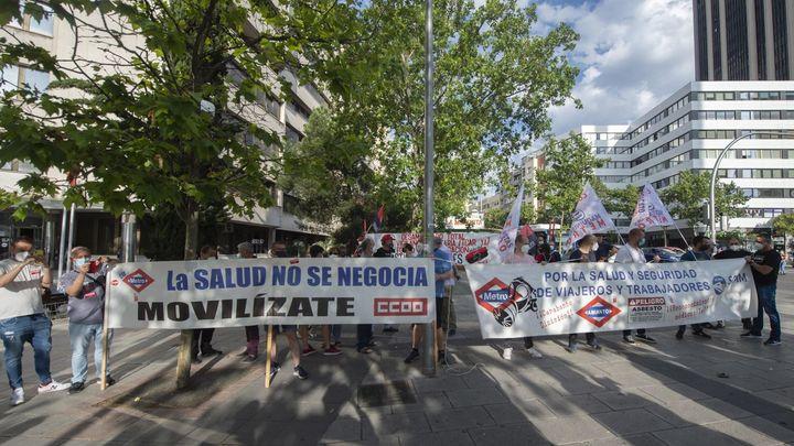 Trabajadores de Metro piden justicia para las víctimas del amianto, ante los juzgados de Plaza de Castilla