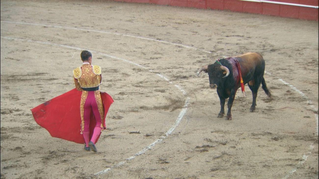 Borja Collado corta una oreja antes de la suspensión en Navas del Rey