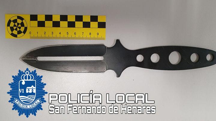 Hallan un cuchillo prohibido en una ventana del Polideportivo Municipal de San Fernando