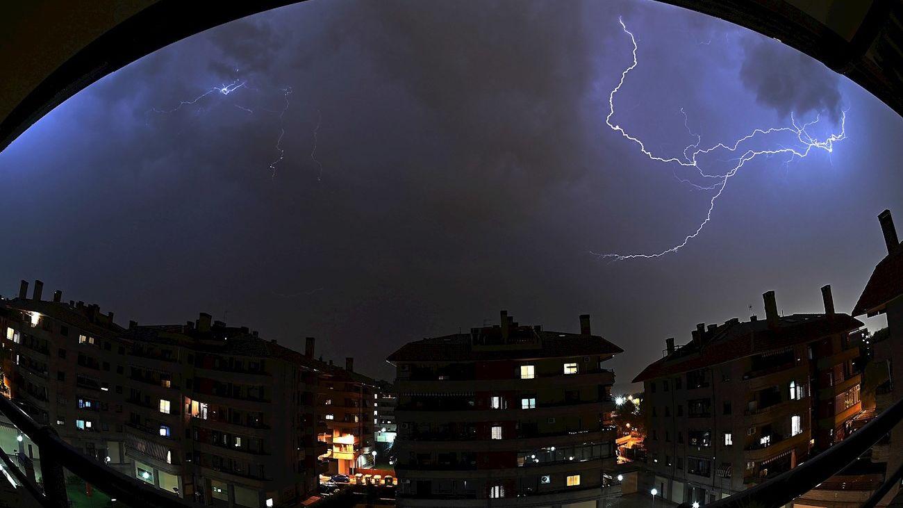 Tormenta creada este miércoles sobre el cielo de Alcalá de Henares