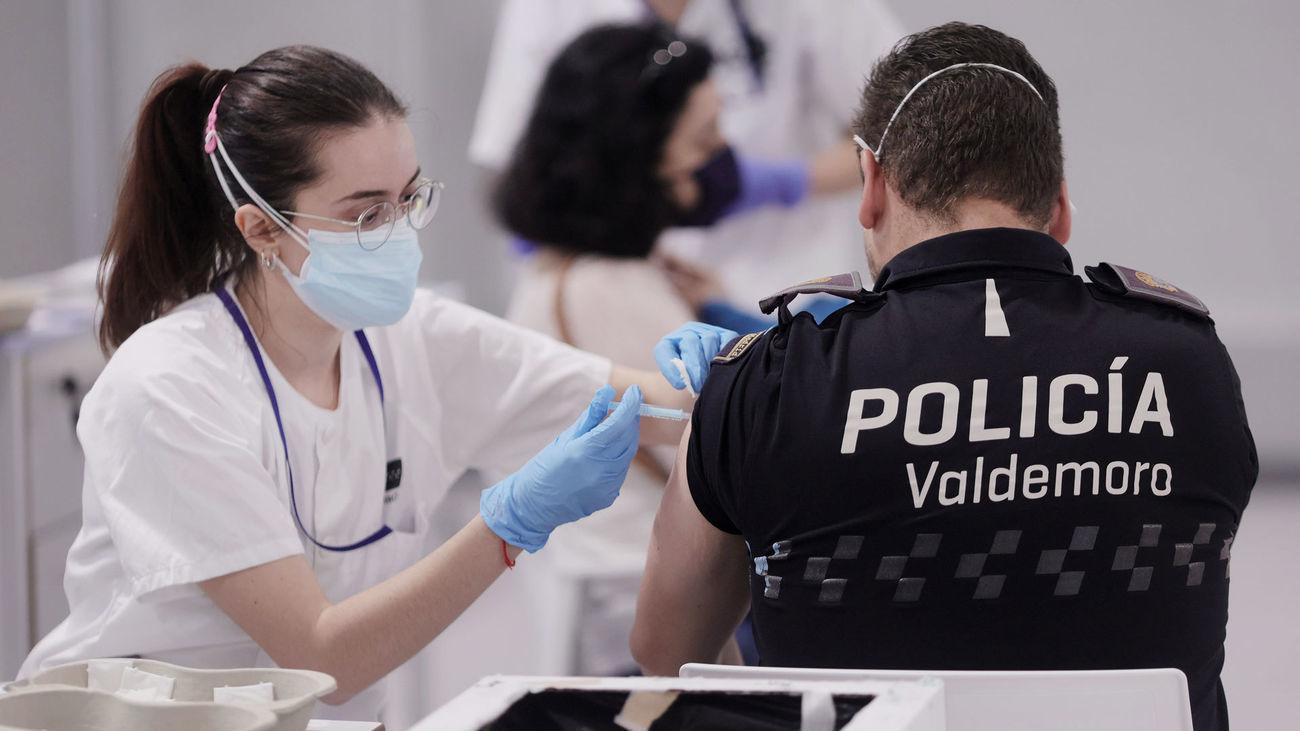 Inmunización a un agente de policía local