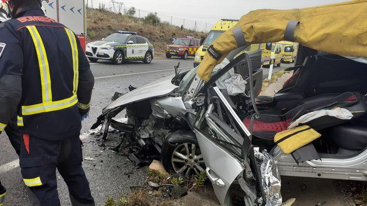 Un herido grave y otro leve en un tremendo choque frontal en San Martín de la Vega