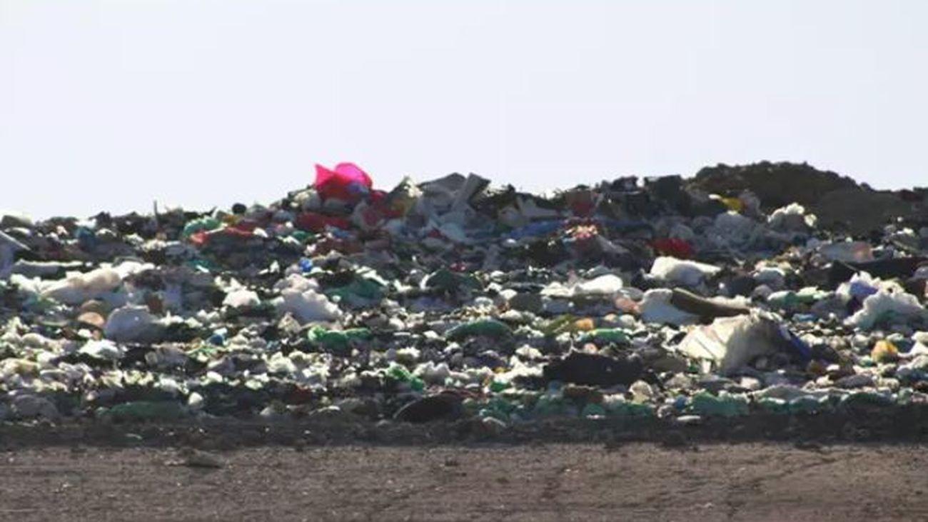 Ecologistas denuncian los olores nauseabundos provenientes  del vertedero que sufren los vecinos de Pinto