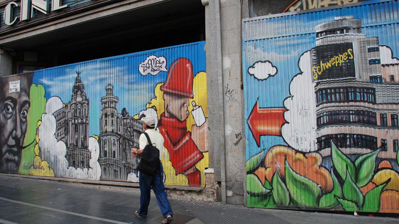 Grafitis en la Gran Vía