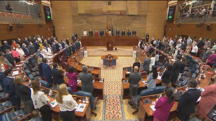Minuto de silencio en la Asamblea por los dos últimos asesinatos  de violencia machista en Madrid