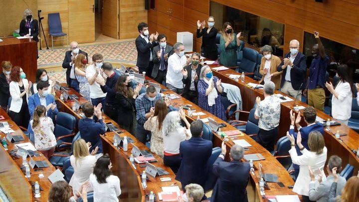 Mañana llena de tensión y reproches en la investidura de Ayuso en la Asamblea de Madrid