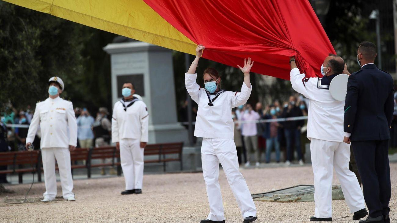 Izado solemne de la bandera en Colón para celebrar el séptimo aniversario de la proclamación de Felipe VI
