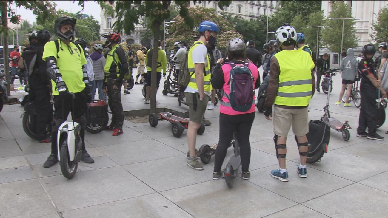 Usuarios de patinetes eléctricos y monociclos piden circular por el carril bici