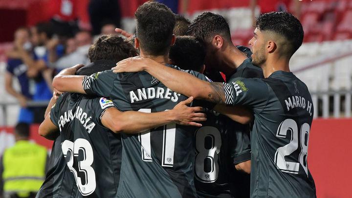Ayuso y Almeida reciben a los jugadores del Rayo para celebrar su regreso a Primera