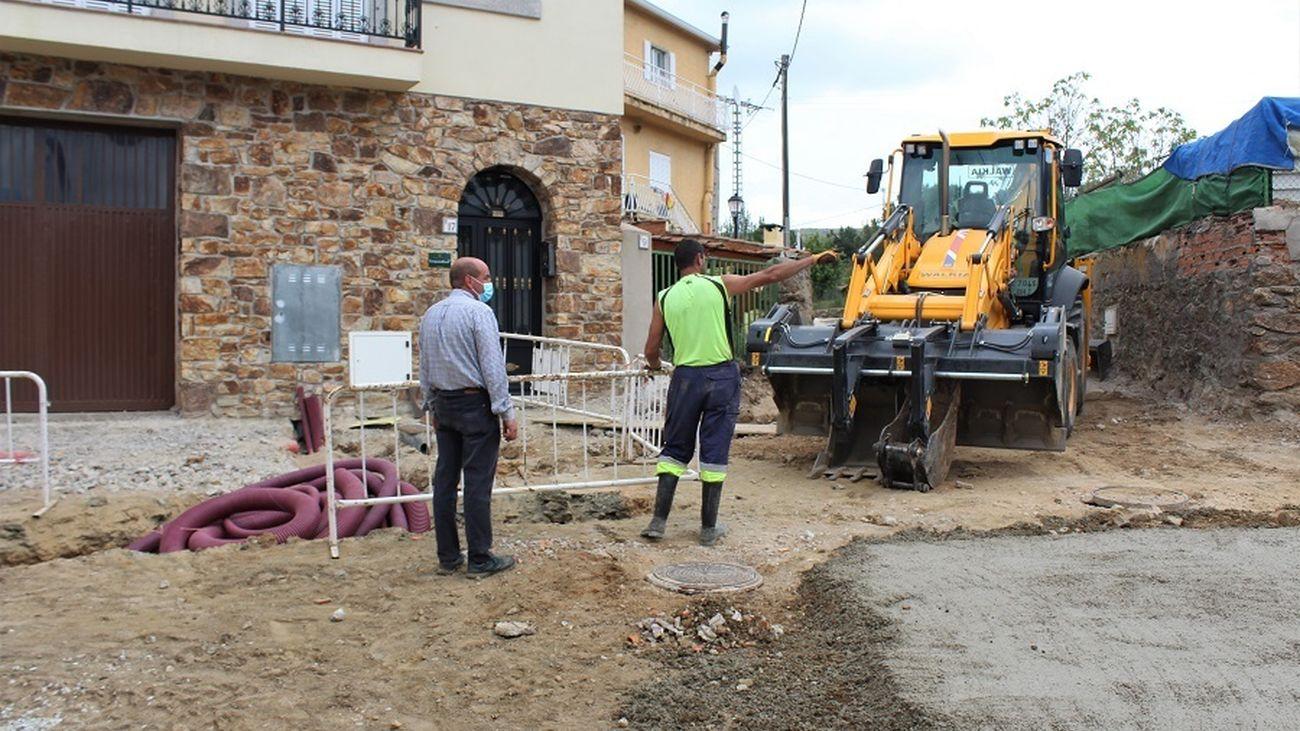 Obras de remodelación de la Plaza de Juan Carlos I en Garganta de los Montes