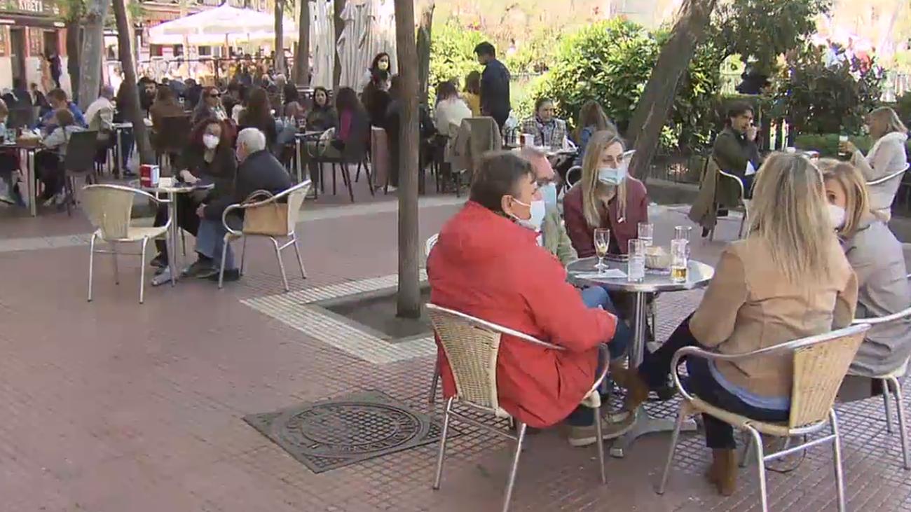 Polémica por la consulta del Ayuntamiento de Madrid sobre las terrazas de bares y restaurantes