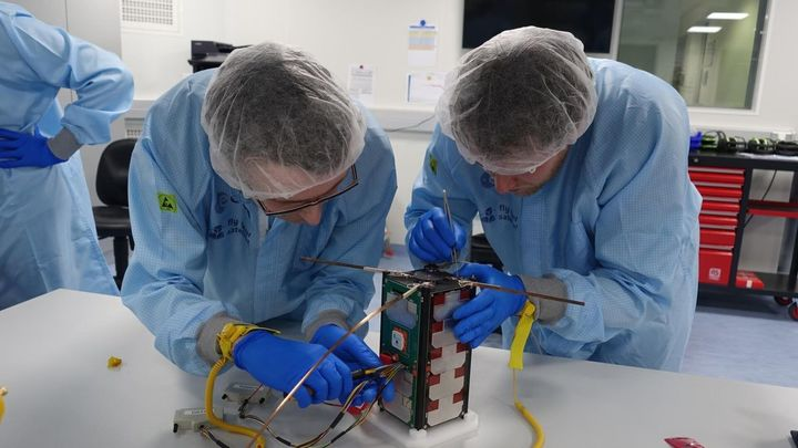 Alumnos de la Universidad Alfonso X el Sabio lanzarán un microsatélite para controlar masas forestales y cultivos