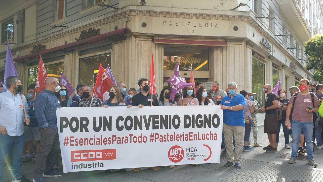 Protesta de pasteleros en Madrid frente a un establecimiento