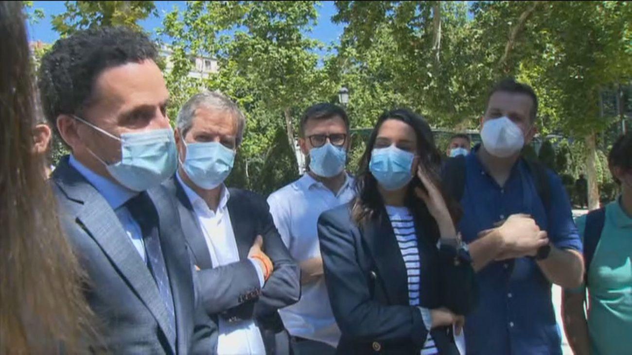 Ciudadanos y Vox presentan sus recursos contra los indultos concedidos por Sánchez