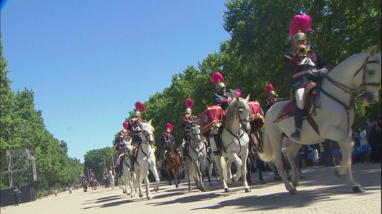 Desfile completo en el Retiro de la Policía Municipal de Madrid para celebrar San Juan