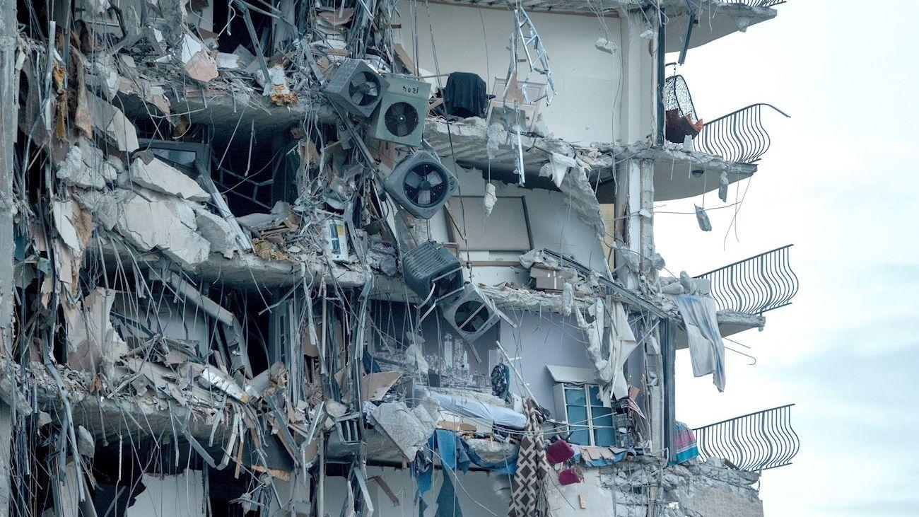 Estado de la parte derrumbada del edificio situado en Miami Beach