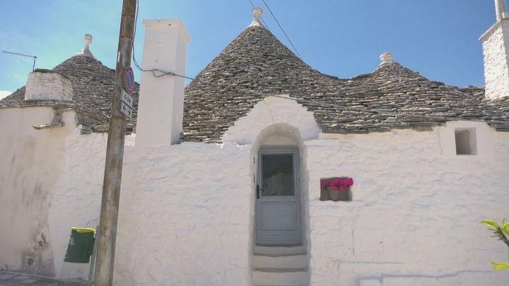 Alojarse en uno de estos maravillosos 'trullis' de Alberobello, en La Puglia