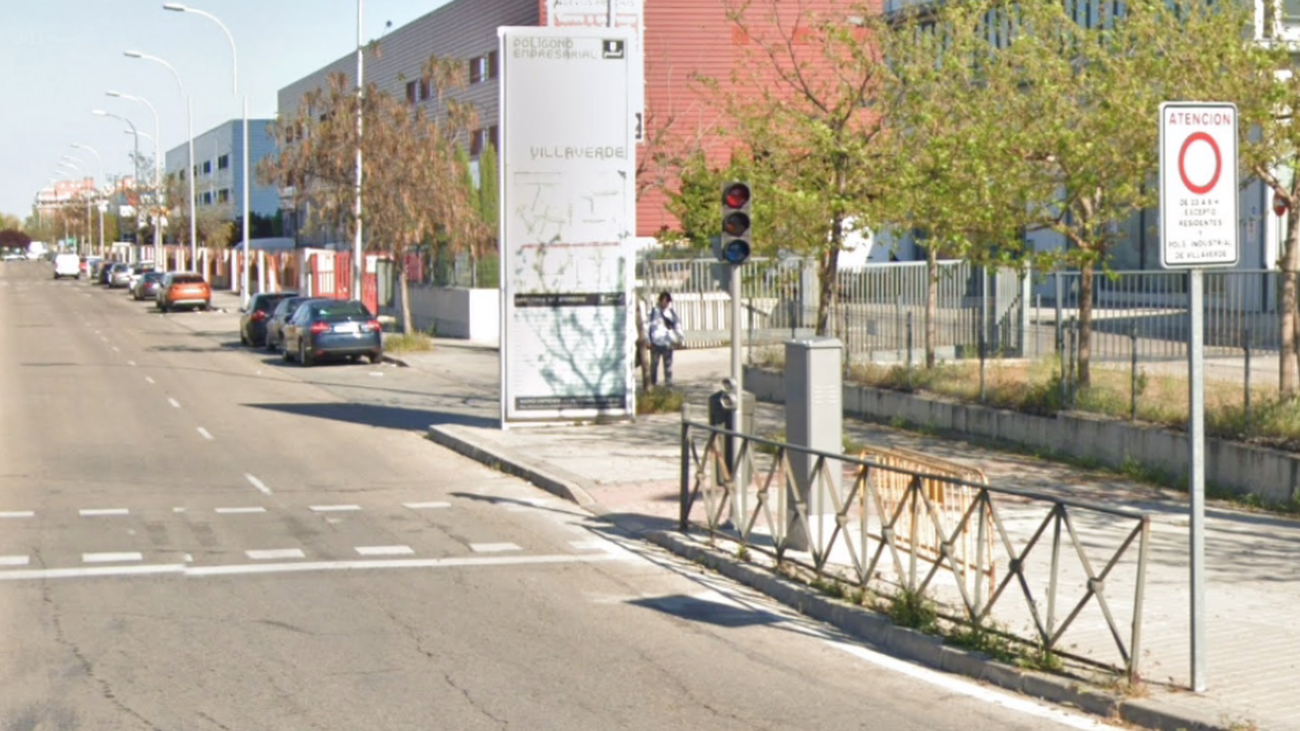 Calle de Colonia Marconi con la señal de acceso restringido
