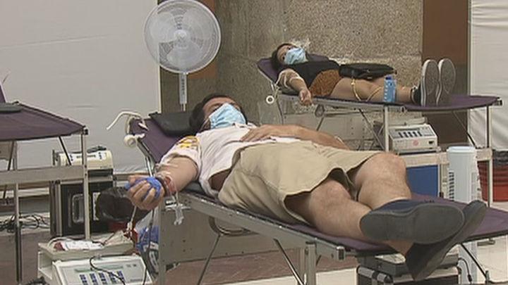 Llamamiento para donar sangre en el maratón solidario en la Puerta del Sol