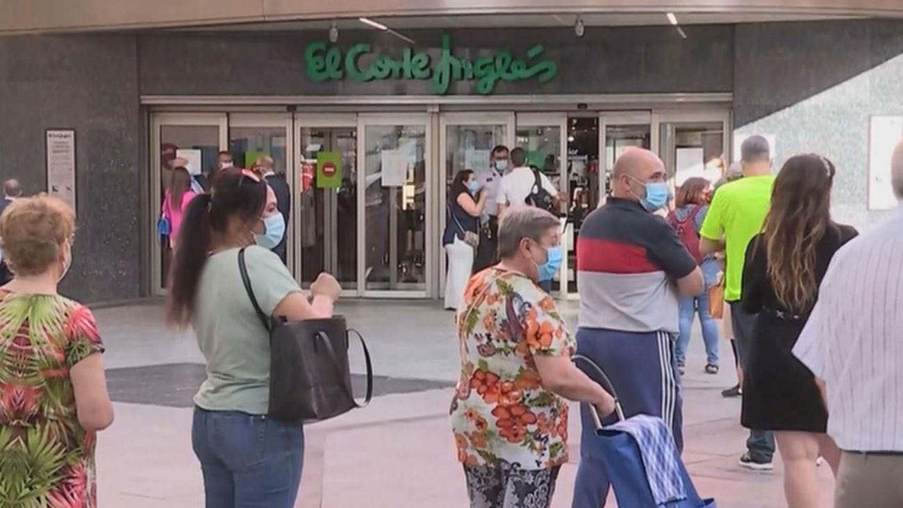 Comienzan las rebajas de verano adelantadas en los comercios de Madrid
