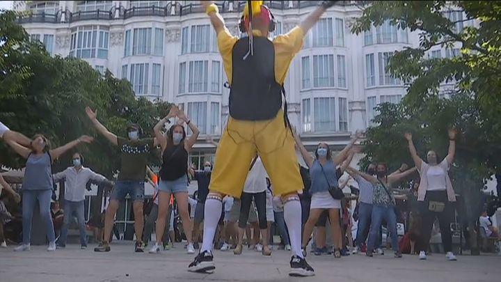 'Bailaloloco', el tour que recorre las calles de Madrid bailando de forma silenciosa