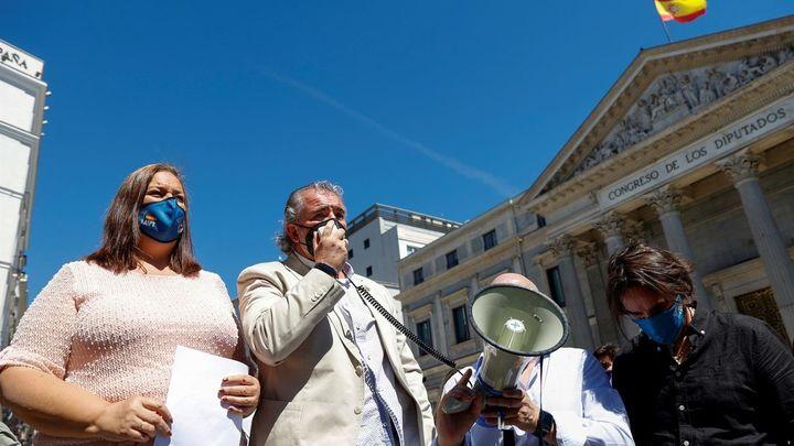Asociaciones de víctimas se ausentan del acto del Congreso  en protesta por la política de Sánchez