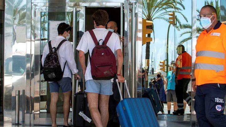 Ascienden a 526 los positivos en Madrid por los viajes a Mallorca