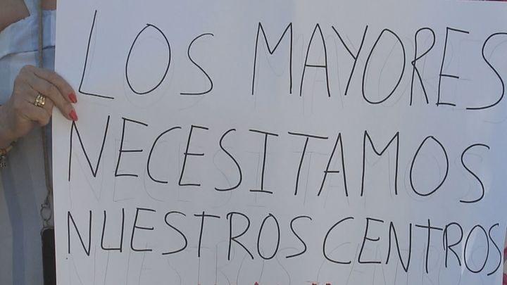 Los mayores de Villaverde piden que se abran los centros de día ya