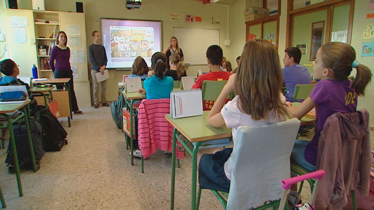 Alumnos y profesores durante una clase