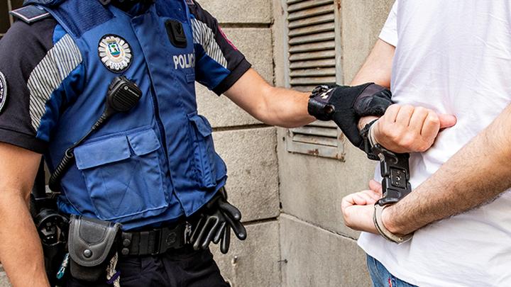 Detenido un joven de 17 años por vender marihuana a otros menores en Canillejas
