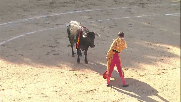 Álvaro Burdiel corta la única oreja en tarde de fallo a espadas en Valdetorres de Jarama (1ª parte)