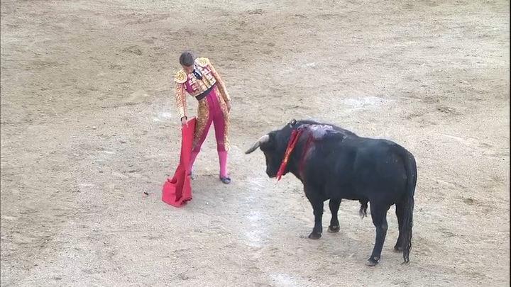 Álvaro Burdiel corta la única oreja en tarde de fallo a espadas en Valdetorres de Jarama (2ª parte)