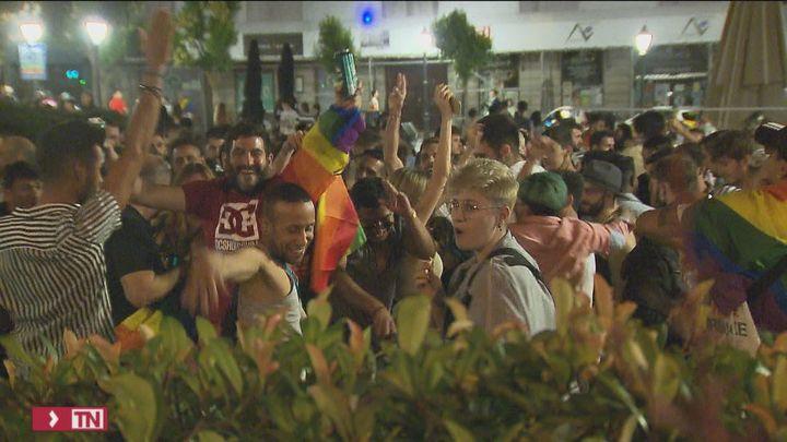 Aglomeraciones en Chueca sin distancia de seguridad para celebrar el Orgullo