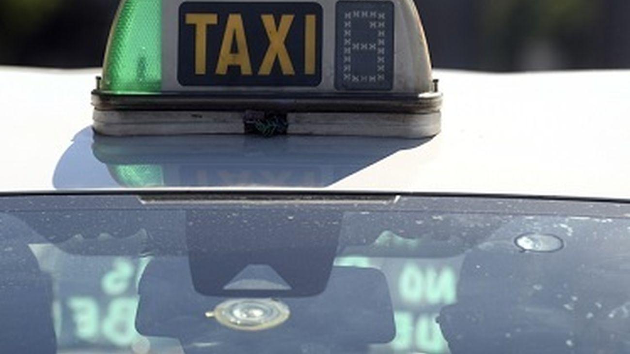 Alcalá triplica las ayudas al taxi hasta los 62.000 euros