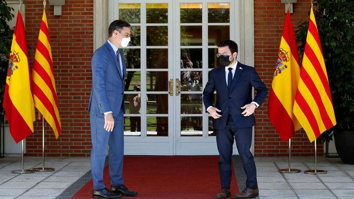 Sánchez y Aragonés acuerdan que la mesa de diálogo se vuelva a reunir la tercera semana de septiembre