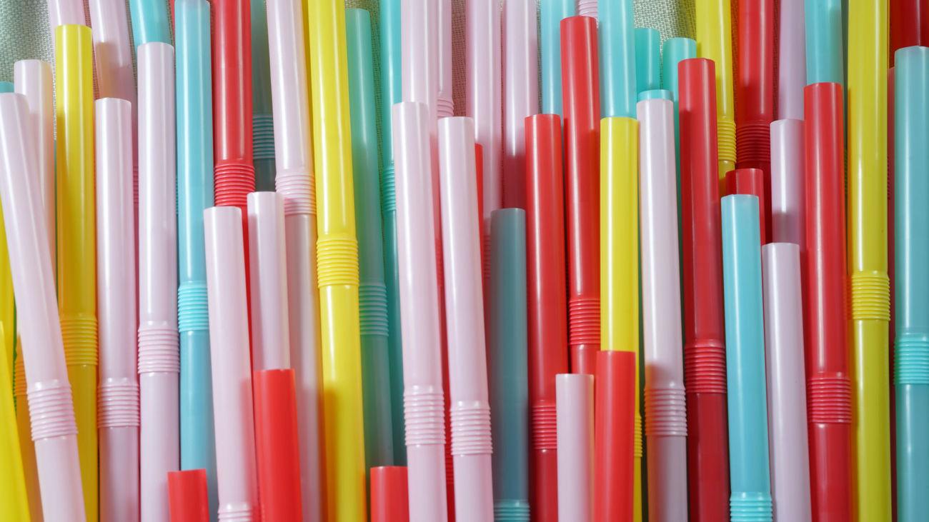 Pajitas, bastoncillos y platos de plástico, prohibidos desde este sábado en toda la Unión Europea