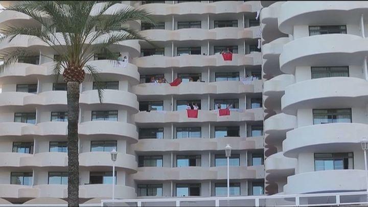 Aumentan a 64 los positivos entre los 249 estudiantes aislados en Palma de Mallorca por el 'macrobrote'
