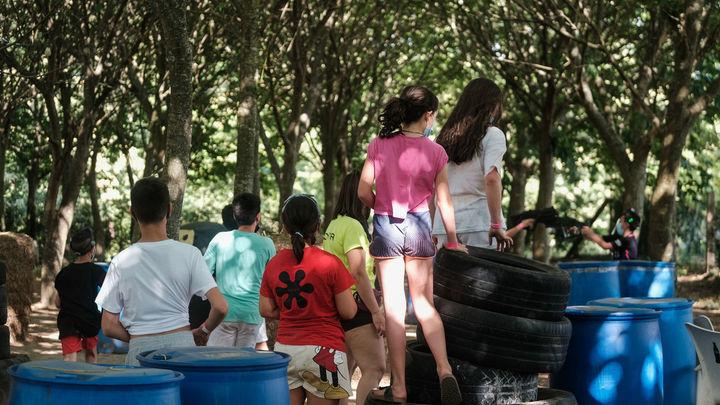 Brote en un campamento juvenil de León al que asisten madrileños, con 27 positivos
