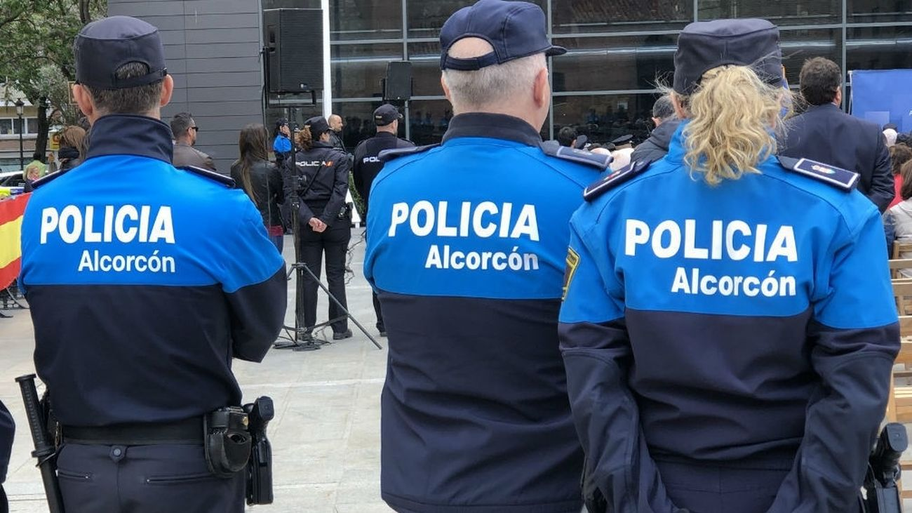 Rescatan a un bebé atrapado accidentalmente en el interior de un coche en Alcorcón