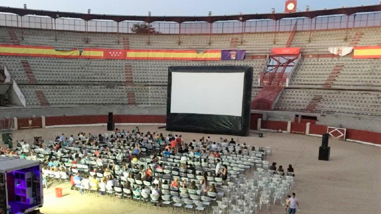 Cine de verano en la Plaza de Toros de Colmenar