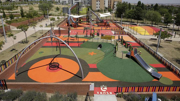 San Sebastián de los Reyes abre dos parques con los toboganes más altos de Madrid y una cama elástica gigante