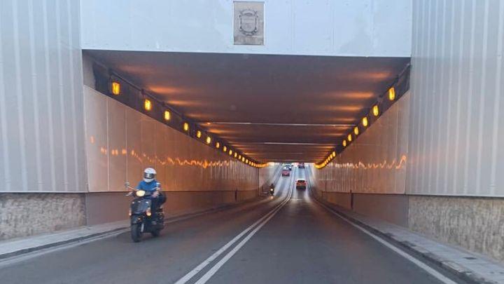 """Las bicis y los patinetes eléctricos """"bien iluminados"""" podrán circular por los túneles de Madrid"""
