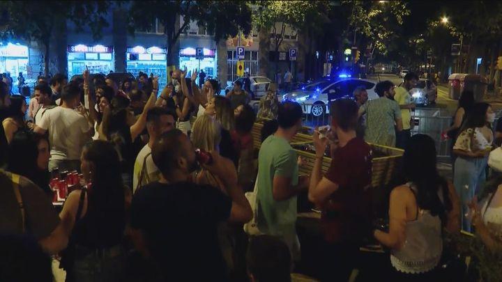 Madrid pide ayuda a las policías locales para controlar las cuarentenas de los jóvenes  de Covid
