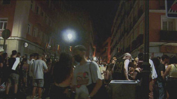 Otra noche de descontrol en las calles de Chueca en las fiestas del  Orgullo