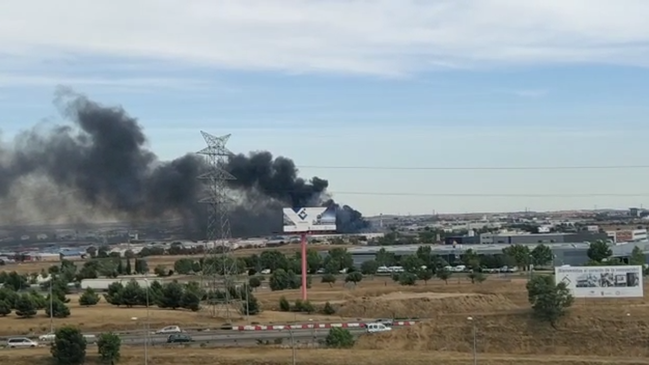 Un incendio en Leganés, tiñe de humo la zona sur de Madrid