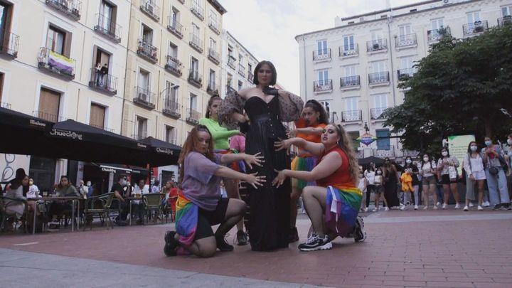 Rosa López versiona 'A quién le importa' para el Orgullo