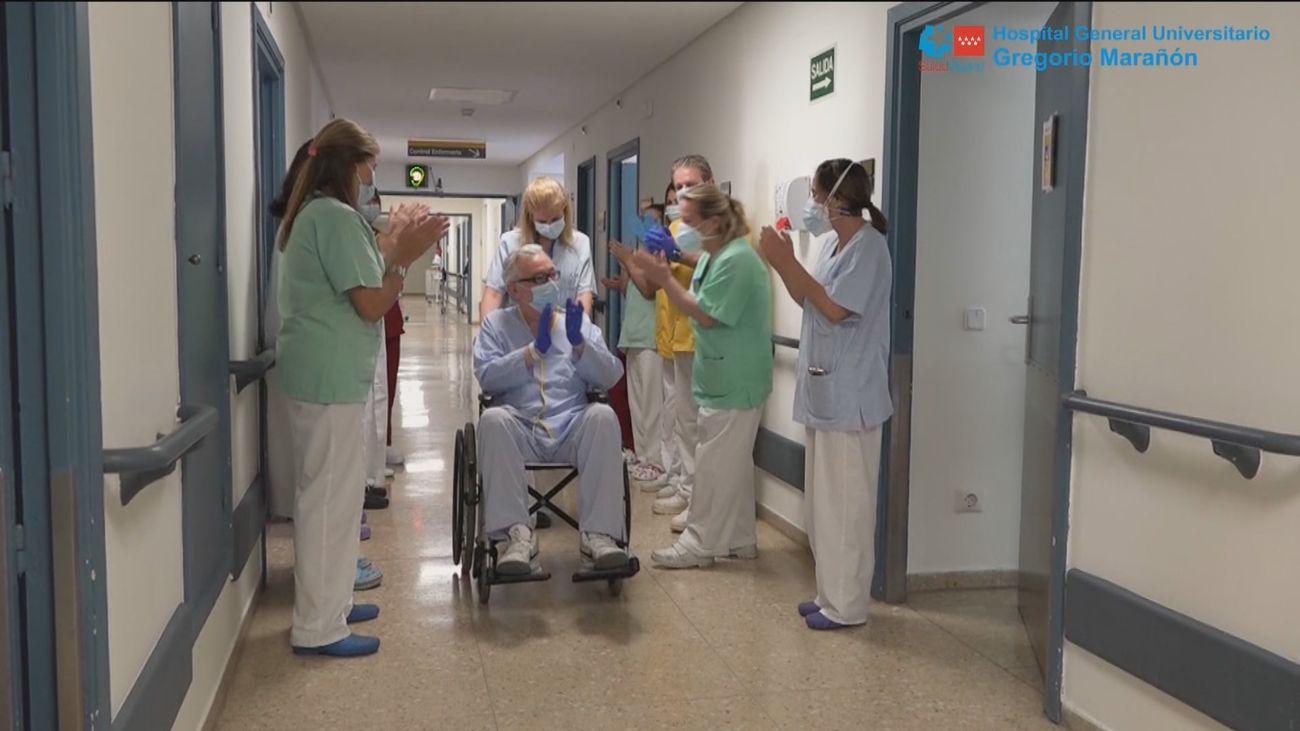 El Hospital Gregorio Marañón da el alta hospitalaria a Andrés, su paciente 6.000, ingresado por Covid-19
